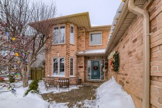 Photo 3: 36 Bentonwood Crescent in Whitby: Pringle Creek House (2-Storey) for sale : MLS®# E4325619