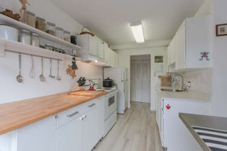 """Photo 5: 205 131 W 4TH Street in North Vancouver: Lower Lonsdale Condo for sale in """"Nottingham Place"""" : MLS®# R2003888"""