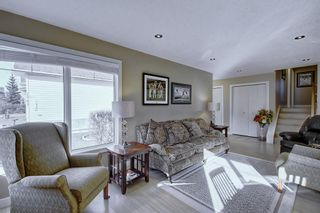 Photo 4: 63 WOODBOROUGH Crescent SW in Calgary: Woodbine Detached for sale : MLS®# C4275508