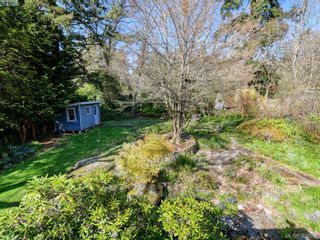 Photo 24: 1086 W Burnside Rd in VICTORIA: SW Strawberry Vale House for sale (Saanich West)  : MLS®# 812559