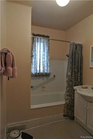 Photo 8: Photos: 570 Aberdeen Avenue in Winnipeg: North End Residential for sale (4B)  : MLS®# 1809083