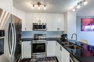 Photo 4: 525 EBBERS Way in Edmonton: Zone 02 House Half Duplex for sale : MLS®# E4241528