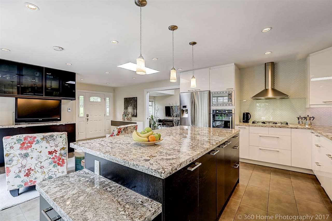 """Main Photo: 7720 TEAKWOOD Place in Vancouver: Champlain Heights Townhouse for sale in """"WOODLANDS"""" (Vancouver East)  : MLS®# R2173091"""