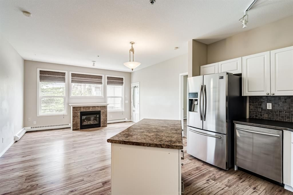 Photo 5: Photos: 204 1000 Applevillage Court SE in Calgary: Applewood Park Apartment for sale : MLS®# A1121312