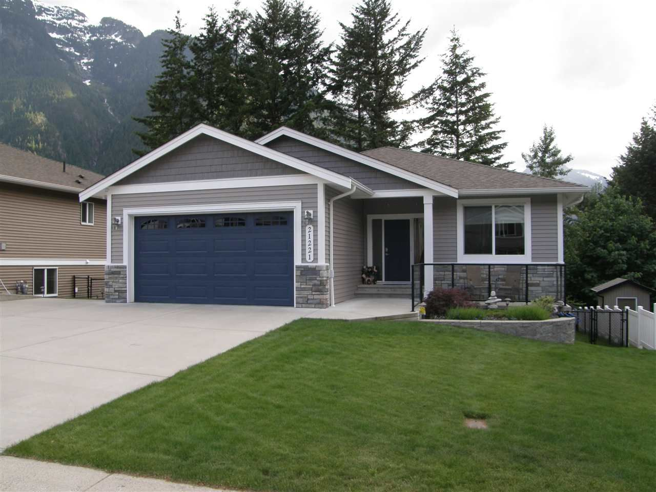 Main Photo: 21221 KETTLE VALLEY Place in Hope: Hope Kawkawa Lake House for sale : MLS®# R2274264