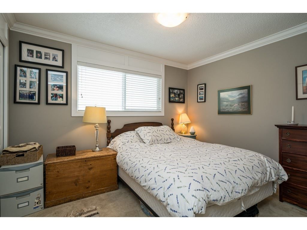 Photo 16: Photos: 20305 50 AVENUE in Langley: Langley City House for sale : MLS®# R2561802
