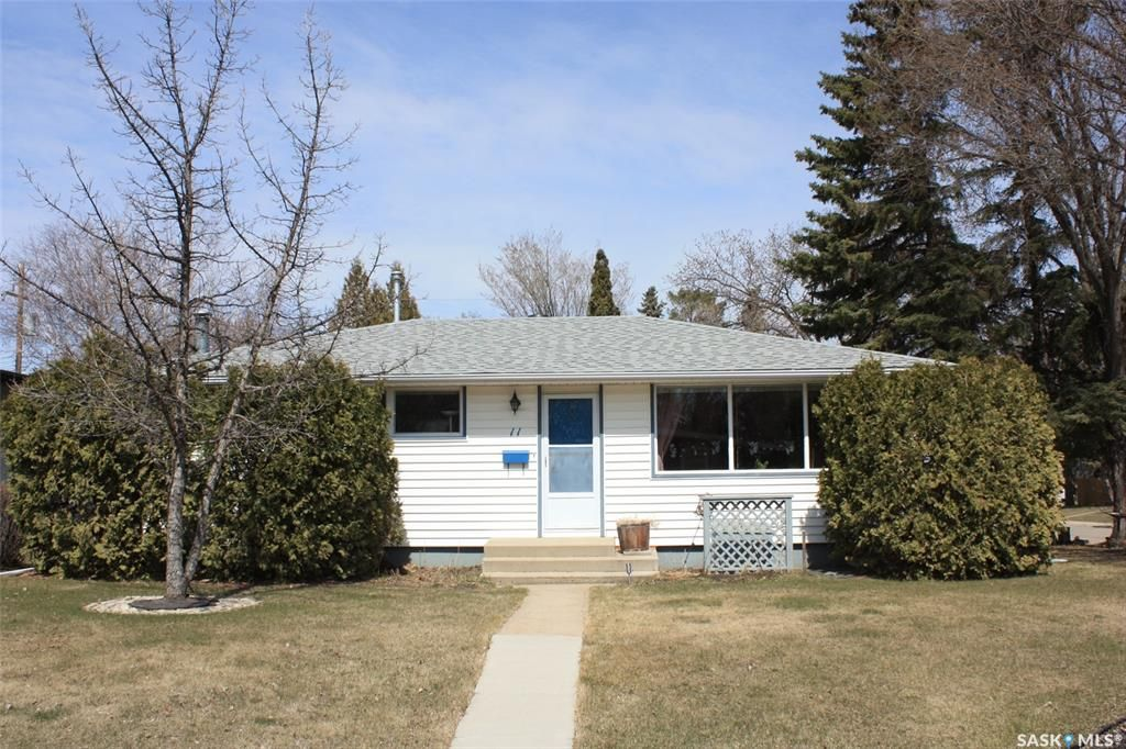 Main Photo: 11 HARDY Crescent in Saskatoon: Greystone Heights Residential for sale : MLS®# SK851658