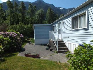 Photo 2: 46 62790 FLOOD HOPE Road in Hope: Hope Laidlaw Manufactured Home for sale : MLS®# R2354384