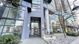 """Photo 3: 1105 1199 SEYMOUR Street in Vancouver: Downtown VW Condo for sale in """"BRAVA"""" (Vancouver West)  : MLS®# R2535900"""
