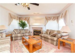 Photo 2: 1283 Santa Rosa Ave in VICTORIA: SW Strawberry Vale House for sale (Saanich West)  : MLS®# 705878