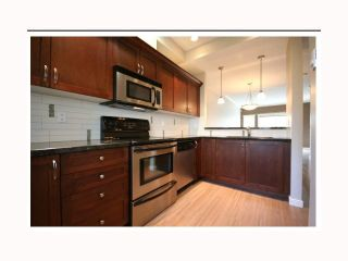 "Photo 4: 17 6888 RUMBLE Street in Burnaby: South Slope Townhouse for sale in ""CANYON WOODS"" (Burnaby South)  : MLS®# V816119"