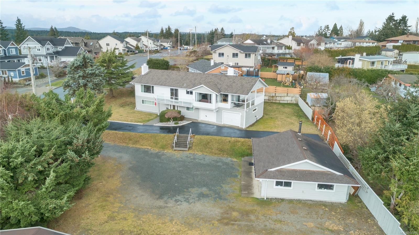 Main Photo: 330 Niluht Rd in : CR Campbell River Central House for sale (Campbell River)  : MLS®# 866506