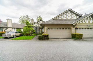 """Photo 3: 25 5221 OAKMOUNT Crescent in Burnaby: Oaklands Townhouse for sale in """"SEASONS BY THE LAKE"""" (Burnaby South)  : MLS®# R2573570"""