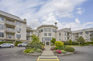 """Photo 1: 421 2626 COUNTESS Street in Abbotsford: Abbotsford West Condo for sale in """"The Wedgewood"""" : MLS®# R2363114"""