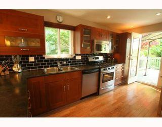 Photo 2: 2665 VIOLET Street in North_Vancouver: Blueridge NV House for sale (North Vancouver)  : MLS®# V768163