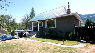 Photo 2: 925 10TH AVENUE in Montrose: House for sale : MLS®# 2460114