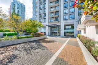 """Photo 2: 1106 1185 THE HIGH Street in Coquitlam: North Coquitlam Condo for sale in """"Claremont"""" : MLS®# R2240316"""