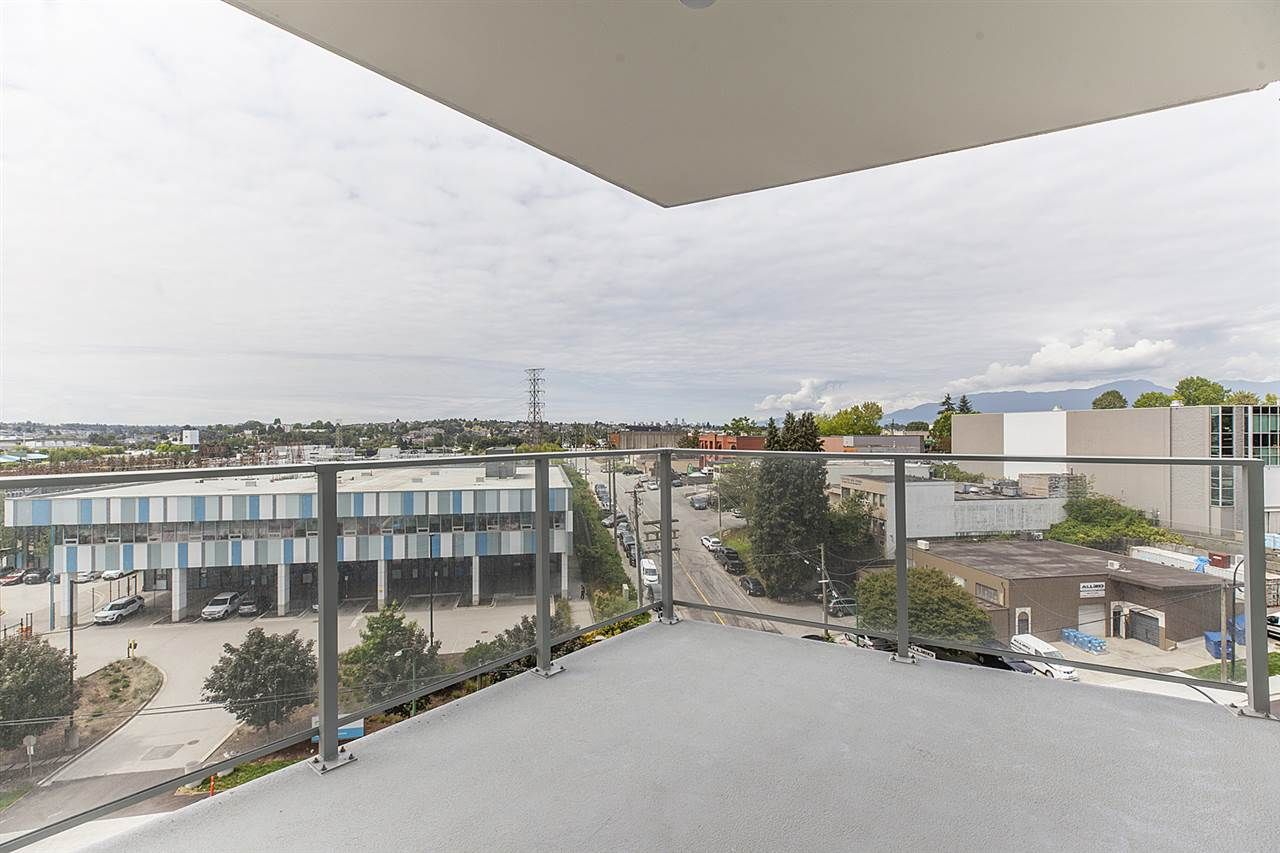 """Photo 14: Photos: 505 1788 GILMORE Avenue in Burnaby: Brentwood Park Condo for sale in """"Escala"""" (Burnaby North)  : MLS®# R2394517"""
