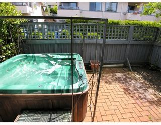 """Photo 7: 9 2118 EASTERN Avenue in North_Vancouver: Central Lonsdale Townhouse for sale in """"Bowling Green"""" (North Vancouver)  : MLS®# V767193"""