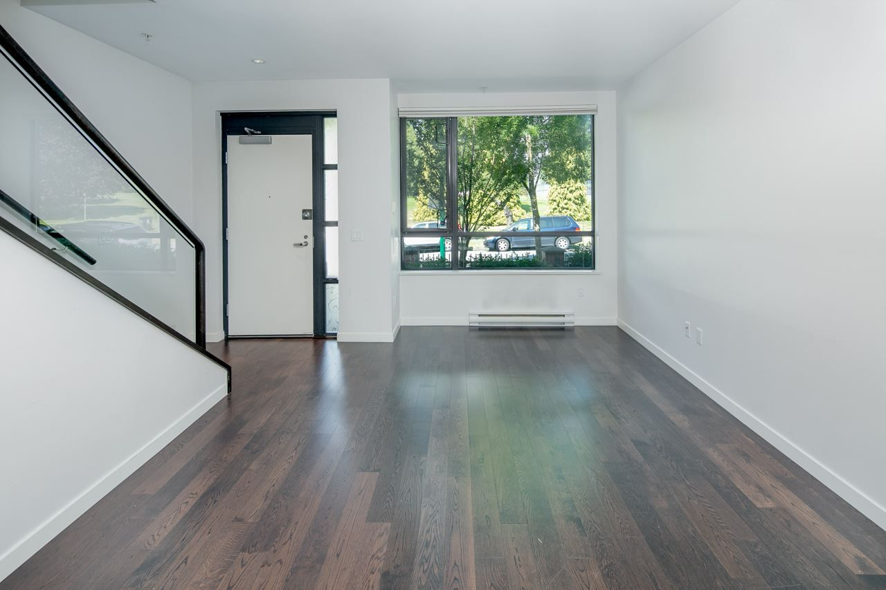 "Photo 3: Photos: 6436 ASH Street in Vancouver: Oakridge VW Townhouse for sale in ""WESTON WALK"" (Vancouver West)  : MLS®# R2329065"
