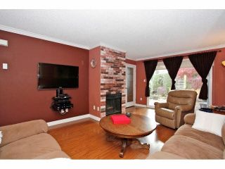"""Photo 3: 2 9988 149TH Street in Surrey: Guildford Townhouse for sale in """"Tall Timbers"""" (North Surrey)  : MLS®# F1426430"""