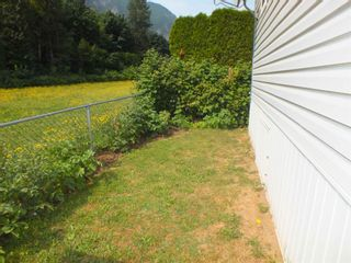 """Photo 3: 39 62790 FLOOD HOPE Road in Hope: Hope Silver Creek Manufactured Home for sale in """"SILVER RIDGE ESTATES"""" : MLS®# R2600283"""