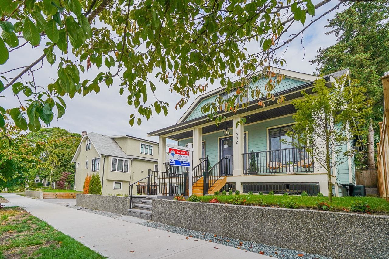 Main Photo: 202 SEVENTH Avenue in New Westminster: GlenBrooke North House for sale : MLS®# R2611120