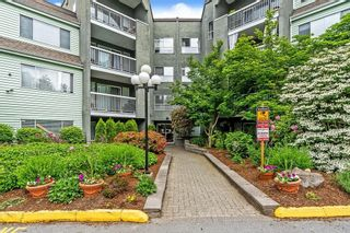 """Photo 2: 1 5700 200 Street in Langley: Langley City Condo for sale in """"LANGLEY VILLAGE"""" : MLS®# R2594360"""