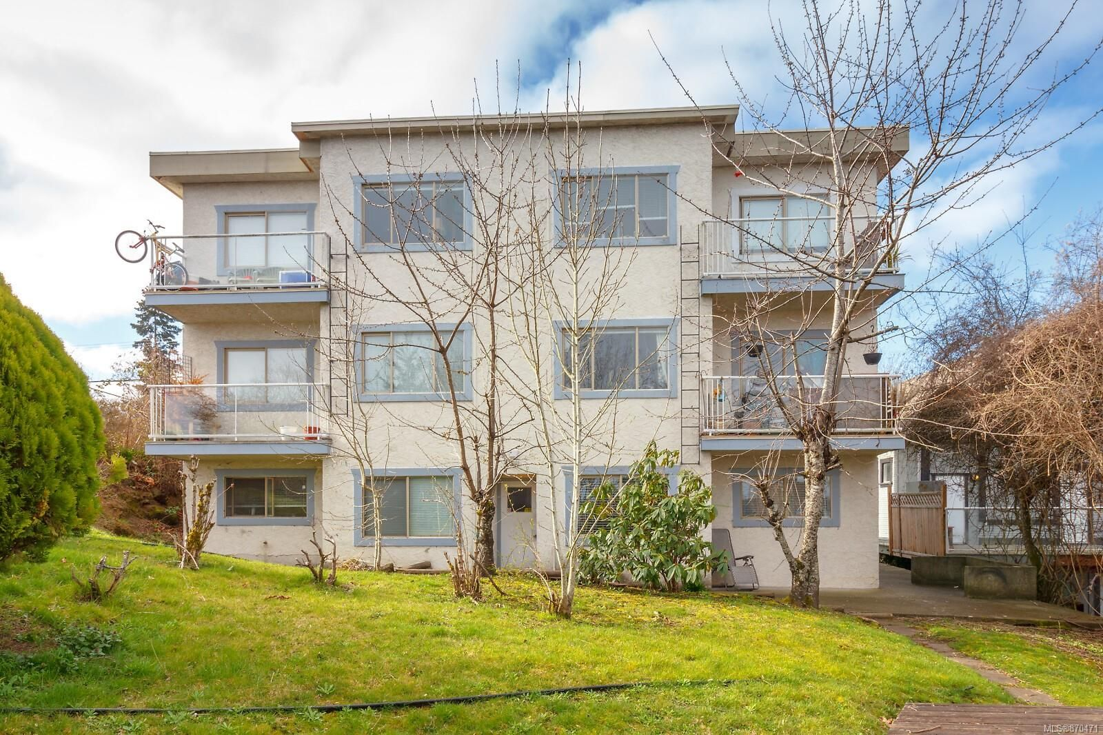 Main Photo: 34 Robarts St in : Na Old City Multi Family for sale (Nanaimo)  : MLS®# 870471