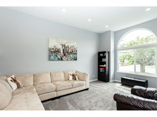 """Photo 2: 35443 LETHBRIDGE Drive in Abbotsford: Abbotsford East House for sale in """"Sandyhill"""" : MLS®# R2378218"""