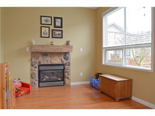 "Photo 7: 25 3127 SKEENA Street in Port Coquitlam: Riverwood Townhouse for sale in ""RIVER'S WALK"" : MLS®# V1042691"
