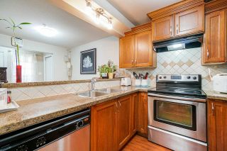 "Photo 4: 109 10289 133 Street in Surrey: Whalley Townhouse for sale in ""Whalley"" (North Surrey)  : MLS®# R2438608"