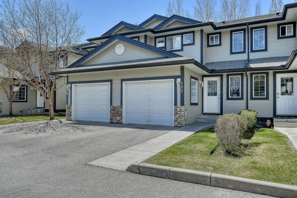 Main Photo: 132 Stonemere Place: Chestermere Row/Townhouse for sale : MLS®# A1108633