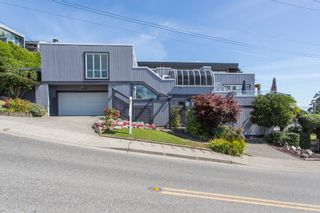 """Photo 2: 1246 OXFORD Street: White Rock House for sale in """"HILLSIDE"""" (South Surrey White Rock)  : MLS®# R2615976"""