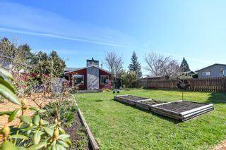Photo 2: 2055 Tull Ave in : CV Courtenay City House for sale (Comox Valley)  : MLS®# 872280