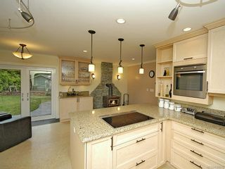 Photo 12: 7029 Wallace Dr in Central Saanich: CS Brentwood Bay House for sale : MLS®# 636075