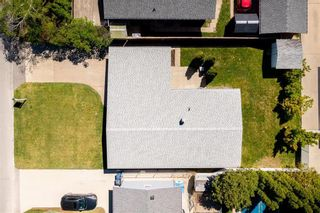 Photo 1: 194 Whitegates Crescent in Winnipeg: Westwood Residential for sale (5G)  : MLS®# 202113128
