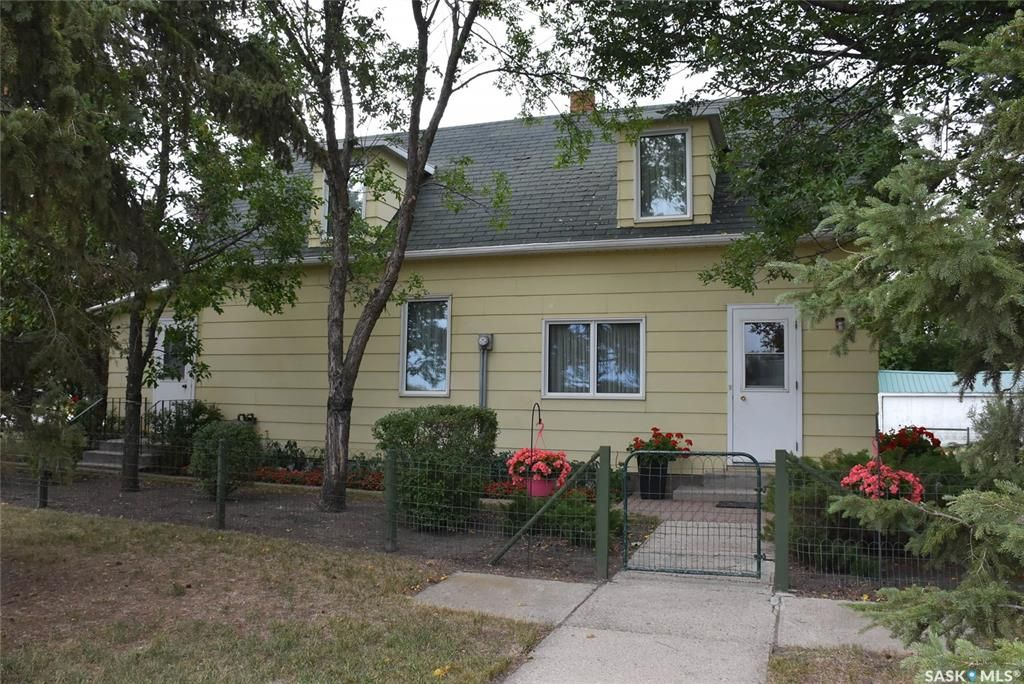 Main Photo: 301 Main Street in Balcarres: Residential for sale : MLS®# SK839847