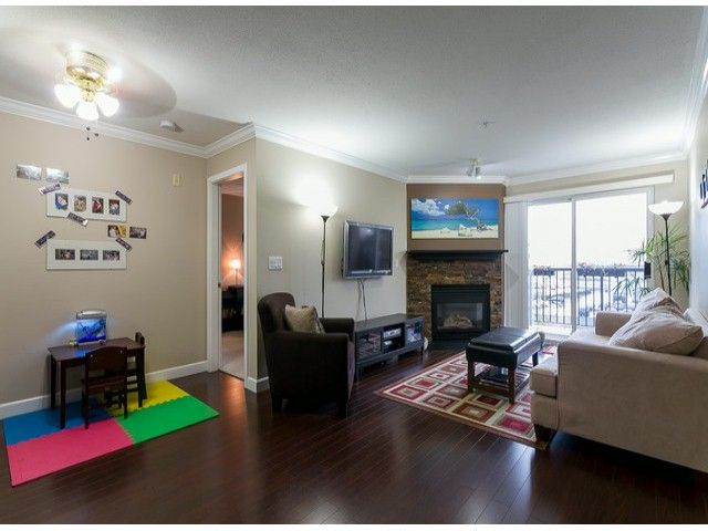Photo 3: Photos: 414 5765 GLOVER Road in Langley: Langley City Condo for sale : MLS®# F1402300