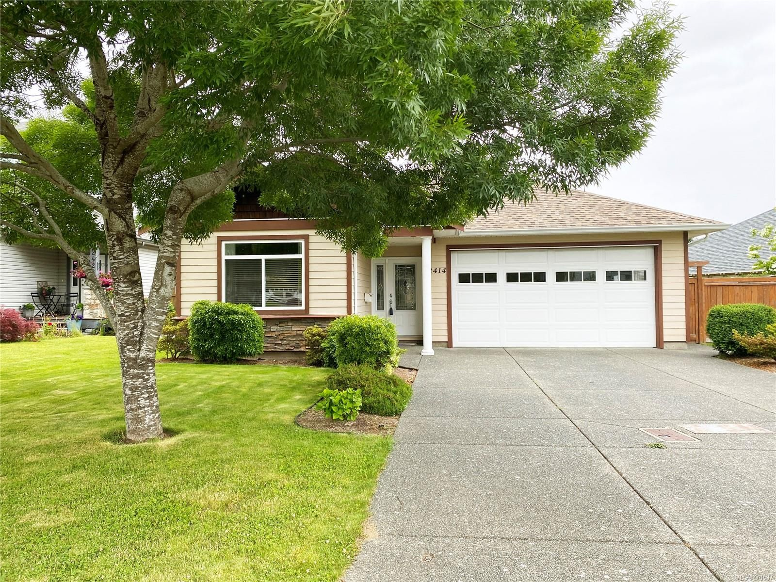Main Photo: 2414 Tiger Moth Pl in : CV Comox (Town of) House for sale (Comox Valley)  : MLS®# 878537