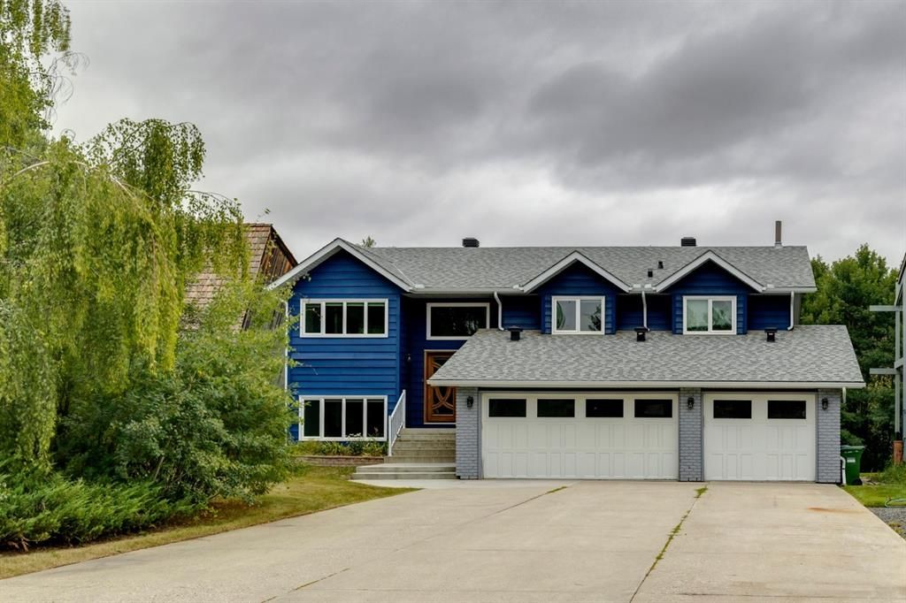 Main Photo: 32 Bow Village Crescent NW in Calgary: Bowness Detached for sale : MLS®# A1138137