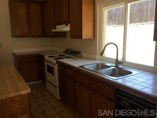 Photo 6: EAST ESCONDIDO House for sale : 4 bedrooms : 1060 Bridgeport St in Escondido