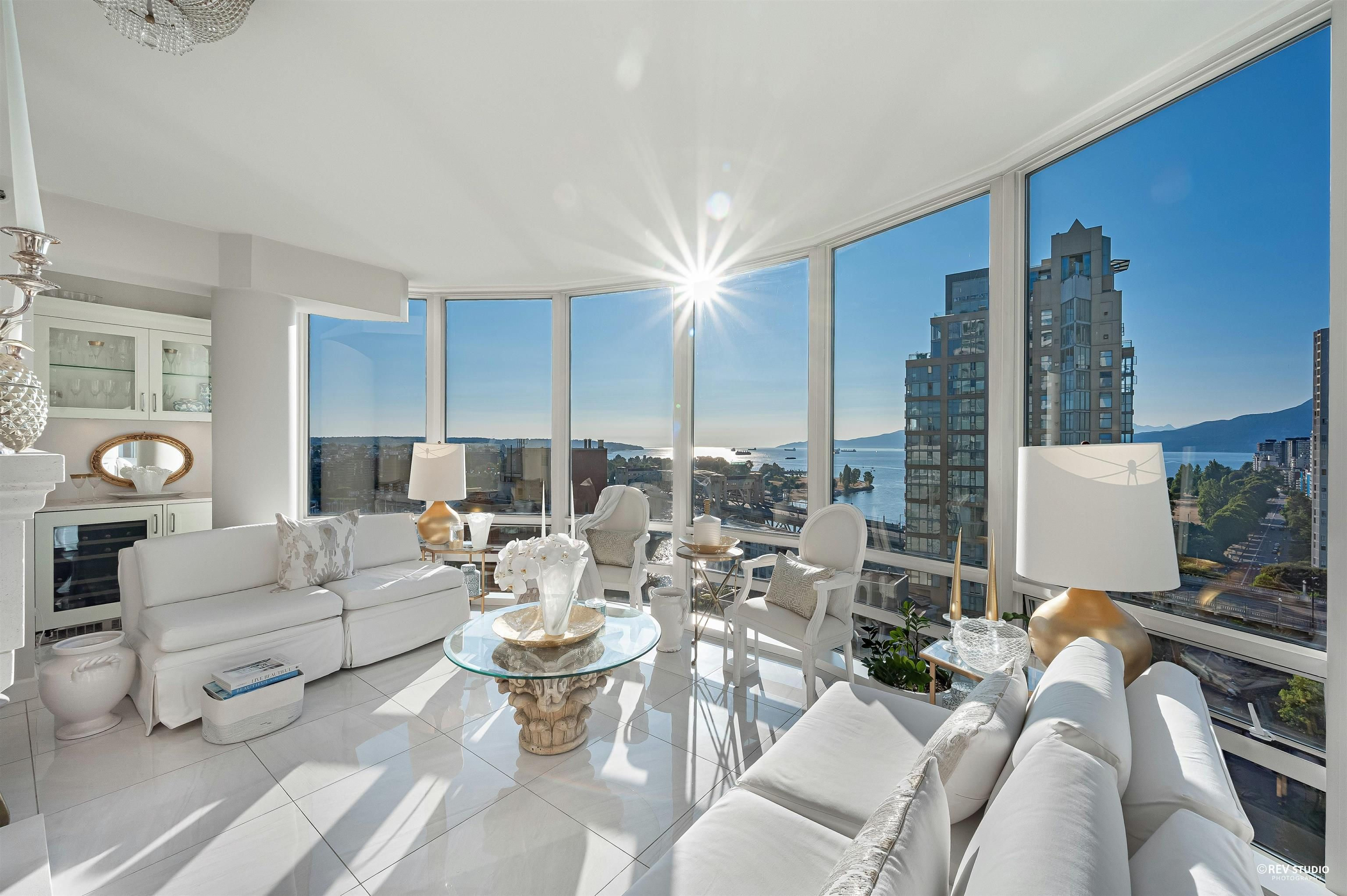 Main Photo: 2103 1500 HORNBY STREET in Vancouver: Yaletown Condo for sale (Vancouver West)  : MLS®# R2619407
