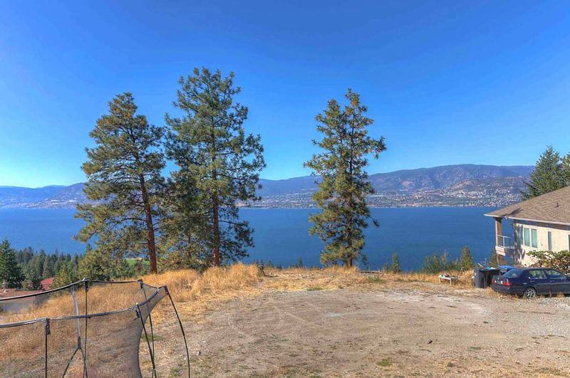FEATURED LISTING: 455A Curlew Drive Kelowna