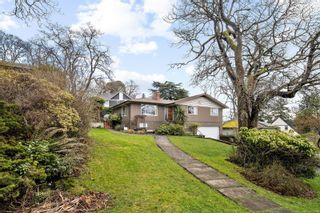 Photo 2: 1756 Gonzales Ave in : Vi Rockland House for sale (Victoria)  : MLS®# 870794