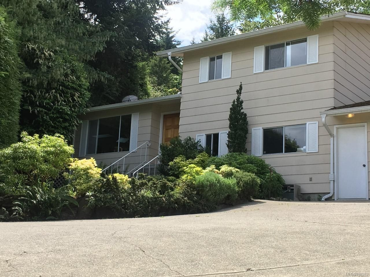 Main Photo: 3264 Blueback Dr in NANOOSE BAY: PQ Nanoose House for sale (Parksville/Qualicum)  : MLS®# 789282