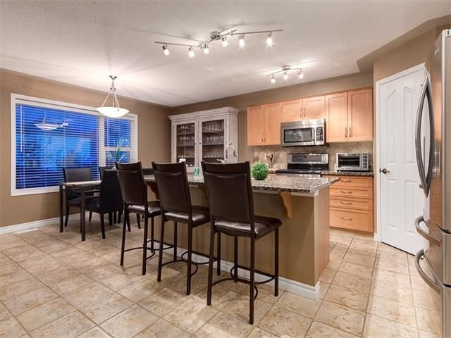 Photo 5: Photos: 40 COUGARSTONE Manor SW in Calgary: Cougar Ridge House for sale : MLS®# C4087798