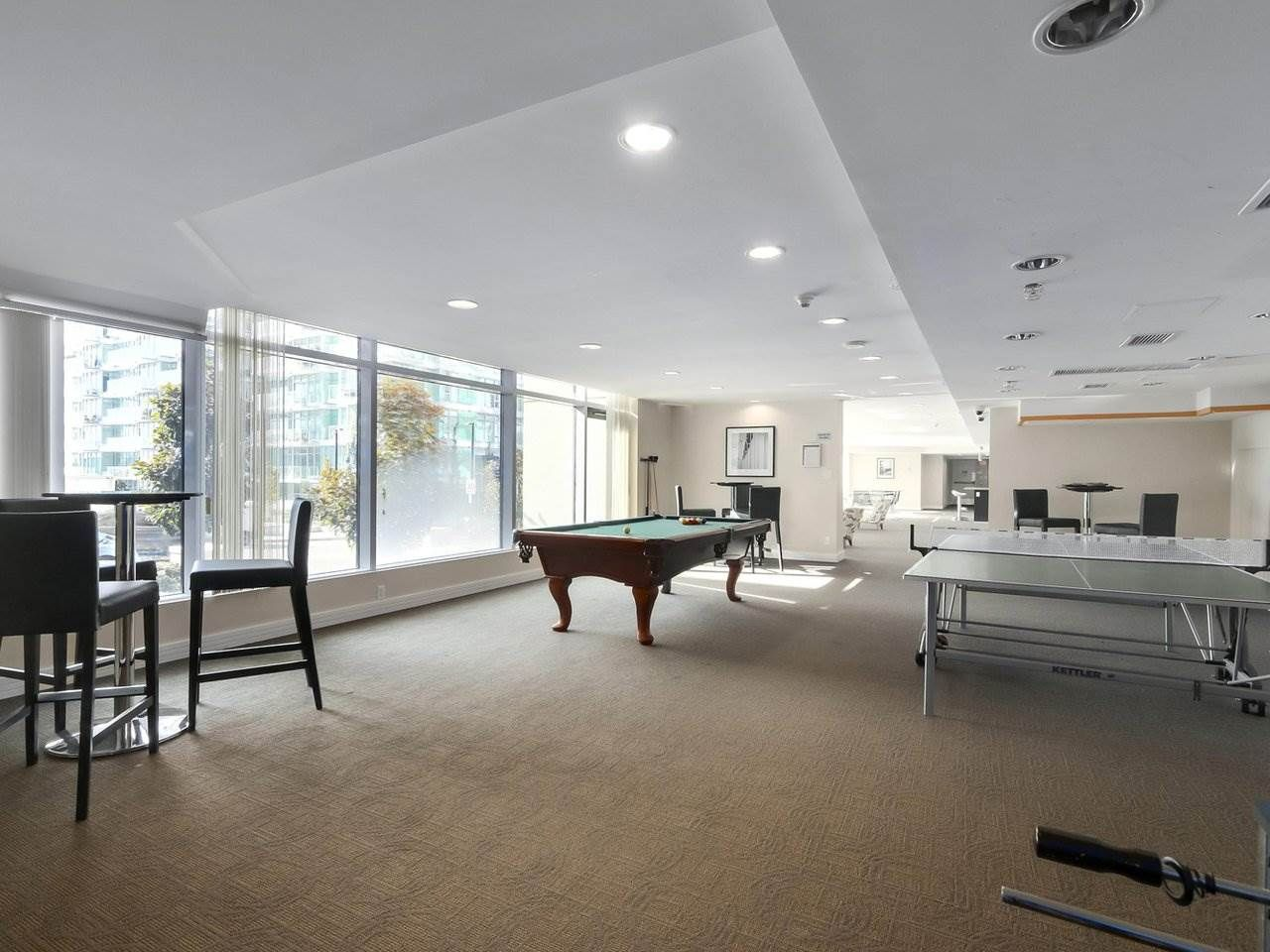 """Photo 15: Photos: 608 172 VICTORY SHIP Way in North Vancouver: Lower Lonsdale Condo for sale in """"Atrium at the Pier"""" : MLS®# R2454404"""