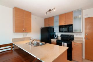 """Photo 9: 2208 928 HOMER Street in Vancouver: Yaletown Condo for sale in """"Yaletown Park"""" (Vancouver West)  : MLS®# R2373790"""