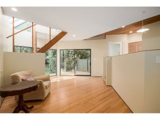 """Photo 10: 284 E 18TH Avenue in Vancouver: Main House for sale in """"Main Street"""" (Vancouver East)  : MLS®# V1068280"""